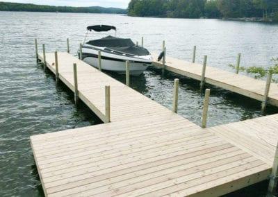 boat on 2 pine docks-4a